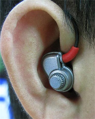 """สธ.เตือนภัยเด็ก-วัยรุ่น ที่ฮิตฟังเพลงดังๆหนักๆสะใจจาก""""หูฟัง""""เสี่ยงหูตึง หูหนวก สื่อสารเพี้ยน"""