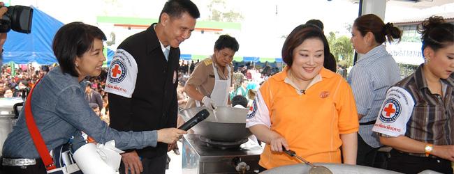 รถประกอบอาหารเพื่อนพึ่ง(ภา)ยามยาก สภากาชาดไทย