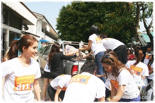 สื่อฯปันใจ ดาราไทยช่วยน้ำท่วม
