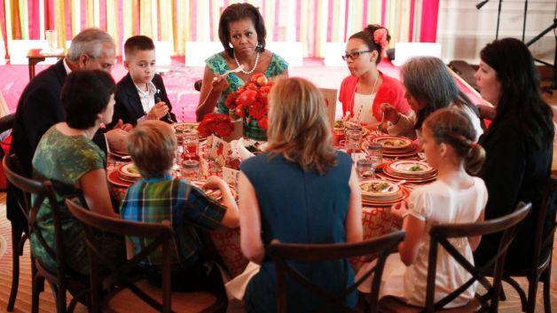 มิเชล โอบามา ชวนเด็ก แข่งขันทำอาหาร สู้โรคอ้วน