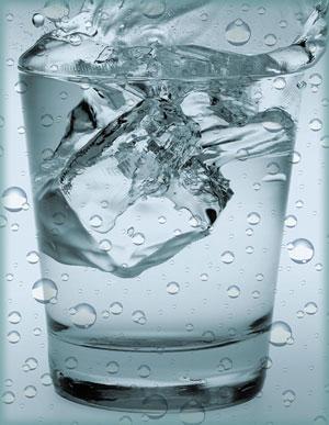 """ระวังเตือนดื่ม""""น้ำเย็น"""" อุณหภูมิร่างกายเพี้ยน"""