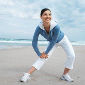 ภาพการออกกำลังกายในตอนเช้า เพื่อช่วยเผาผลาญพลังงานส่วนเกินสะสม