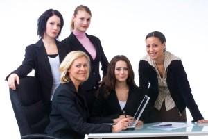 ภาพผู้หญิงในวัยทำงานที่ต้องการการยอมรับจากเพื่อนร่วมงาน